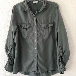 Forever21 Green 3/4 sleeve shirt. Size Medium